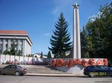 Монумент Слави  на честь загиблих  у Великій Вітчизняній війні 1941-1945 років, збудований на вул. Карпатської Січі