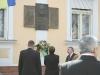 Три меморіальні таблиці, вмонтовані в будівлю на площі Б. Хмельницького, 10